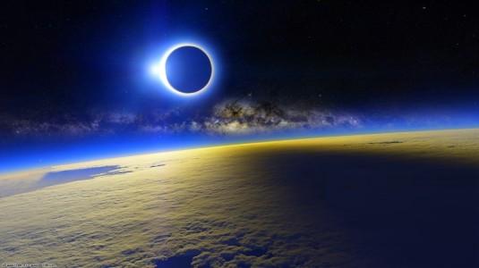 blue-solar-eclipse-wallpaper-1024x576